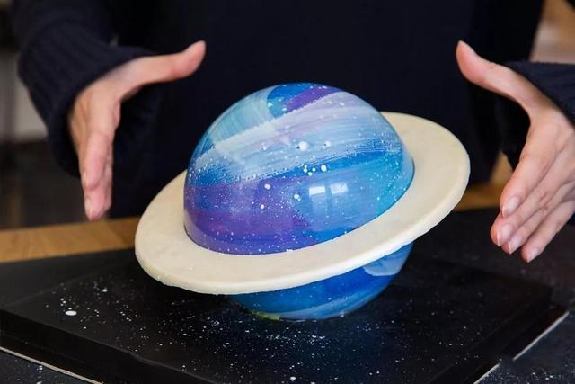 最新款私房蛋糕:需要錘子敲著吃的高顏值星球蛋糕!