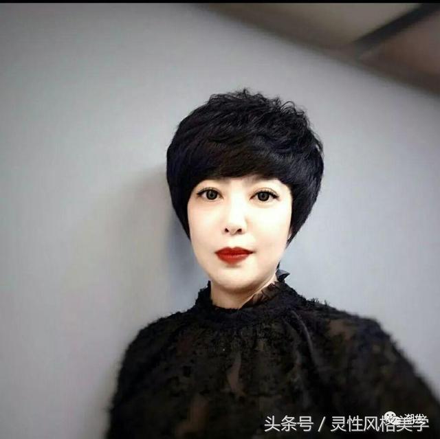 5款好看的中年妇女短发发型图片-发型设计-发型屋 www.faxingw.cn