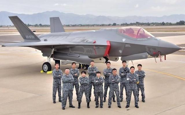 中国10架战机飞越宫古海峡!日本战机紧急出动······来拍照