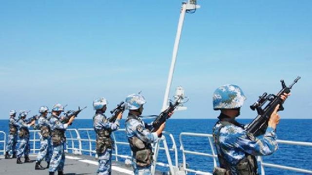 中国海军碰上海盗为何不开枪击毙?原因让世界各国表示佩服!