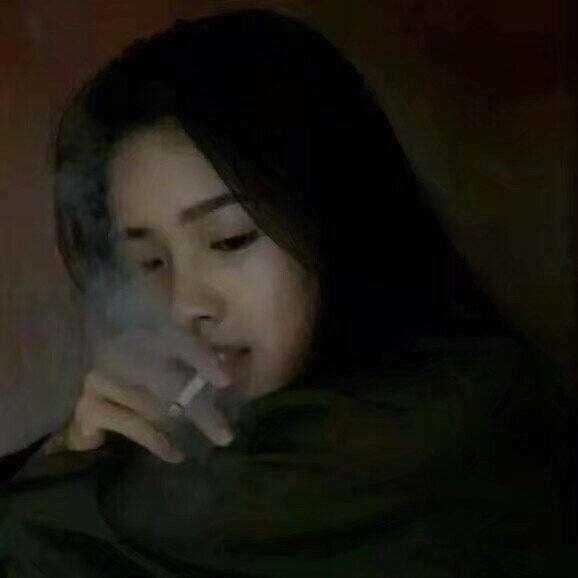 抽烟头像女生霸气十足_抽烟头像男生伤感黑白-我最个性网qq头像