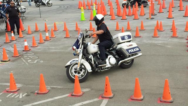 画乐高积木警察摩托车