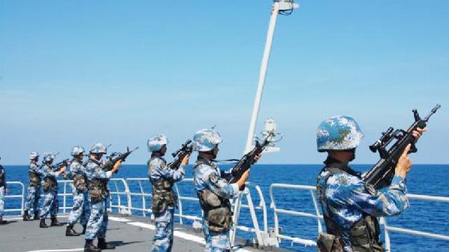 中国海军多次护航为什么遇到海盗时不射杀?背后原因让世界敬佩