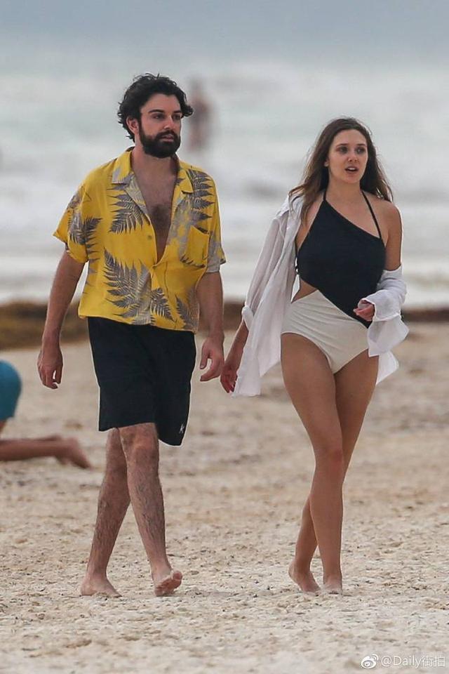 猩红女巫伊丽莎白·奥尔森和男友现身墨西哥海边度假