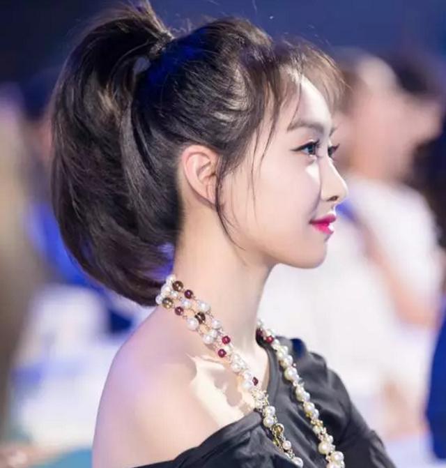 齐刘海马尾发型图片