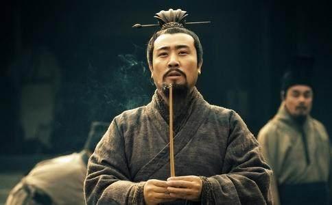 刘备被吕布打败后投奔曹操,曹操已看出他是人杰,为... _腾讯网