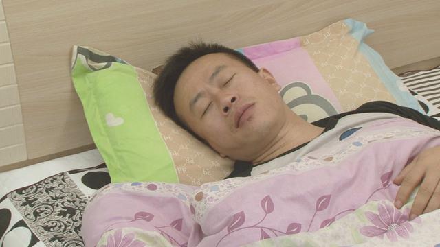 """每天只睡两小时也能精神百倍 网传""""达·芬奇睡眠法""""靠谱吗?"""