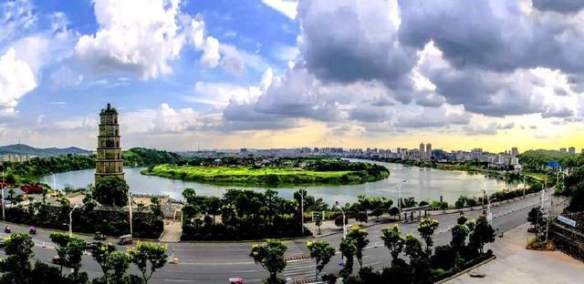 广东一个山区县,距离珠三角很近,拥有竹海景区