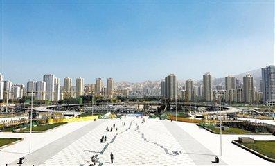 西客站北广场主体结构封顶 预计8月底土建工程全部完成