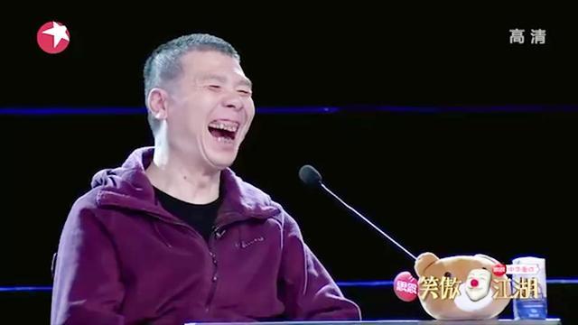 山寨版赵本山太逗了,一出场就害羞的捂脸,真有几分神似