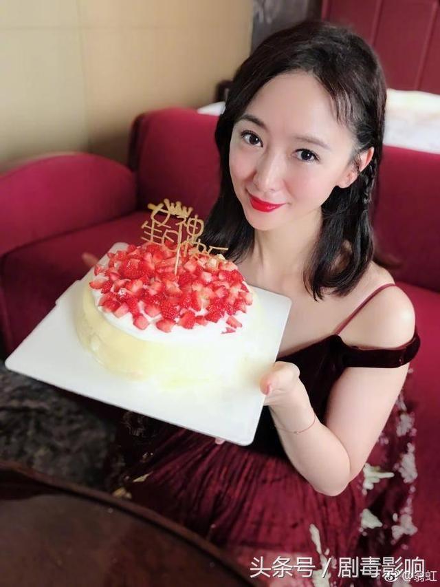 50岁翁虹近照曝光,出道30年依旧貌美如花,网友:冻龄女神