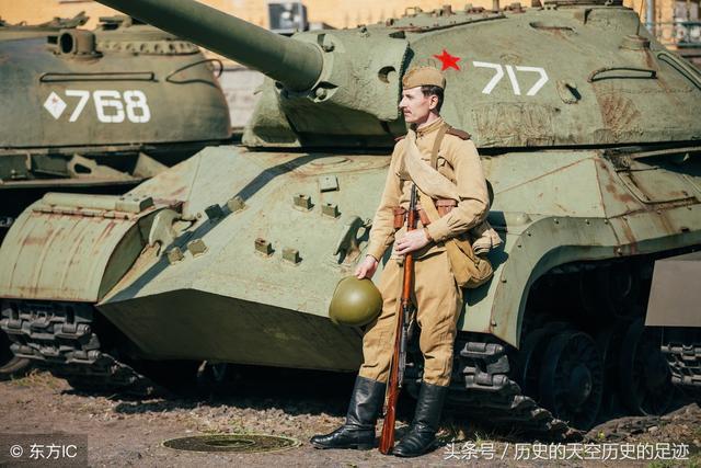 """因""""虎""""而生,因势利导:浅析斯大林-2坦克前期布局与后期改进"""