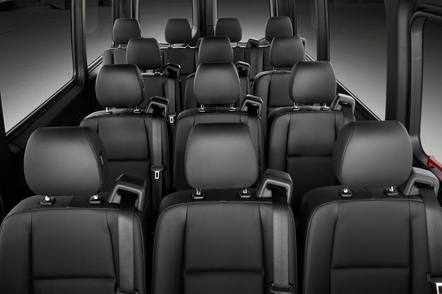 外媒试驾2019新款奔驰斯宾特 仍是同级别标杆