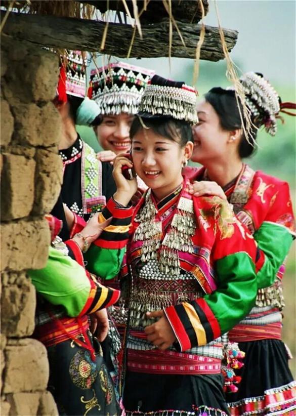 傣族的民族服饰叫什?