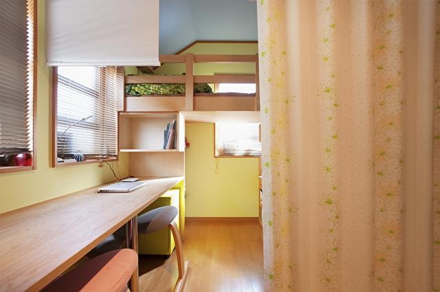 卧室飘窗设计成书桌