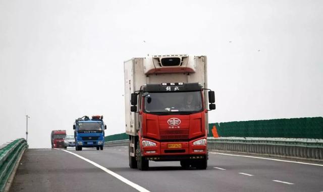 道路运输业或将立法 交通部答复关于制定《道路运输法》提案