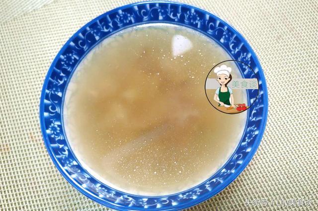 银耳莲子汤图片