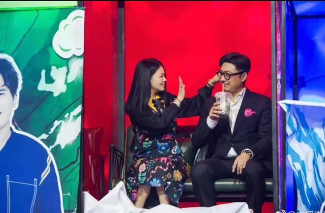 王一博和李湘跳舞,真是害羞的弟弟啊,王岳伦来了。