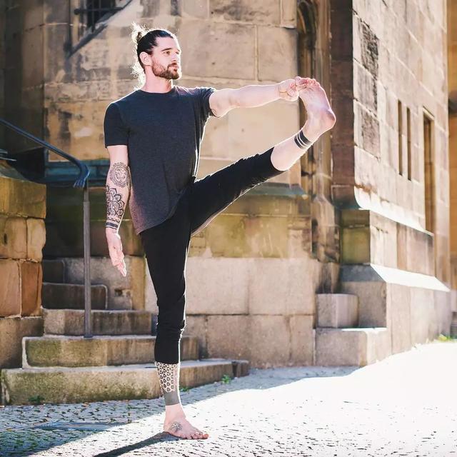 【 男士瑜伽入门基本动作】_男人_基础动作-大众养生网