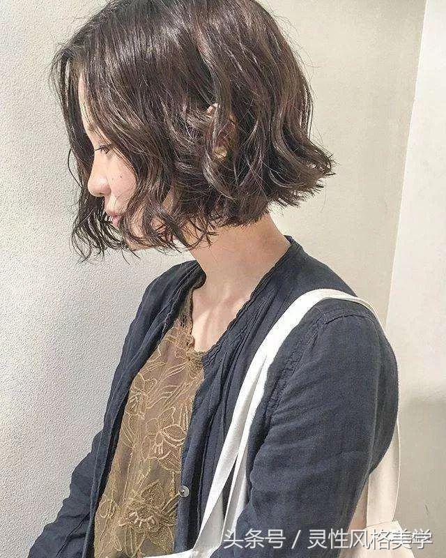 中长发发型凌乱微卷超美 初秋女生就流行这种款式_美发街
