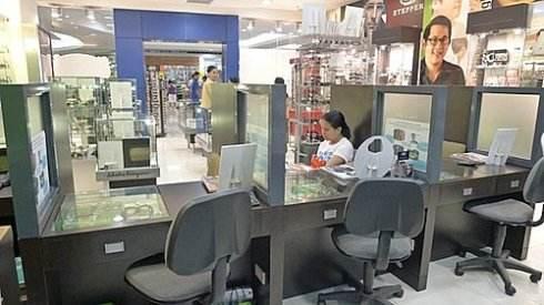 波光眼镜:开眼镜店需要什么设备