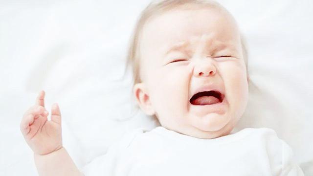 宝宝喉咙长疱疹图片