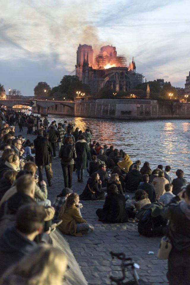 巴黎圣母院火烧
