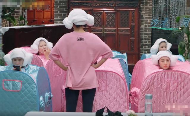 妻子4:妻子们一起蒸桑拿,谁注意吉娜的妆容,女神包袱100斤?