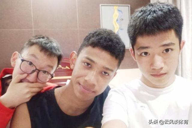 中國排球混血潛力球員,17歲身高已達1米92,老爸是駐華大使