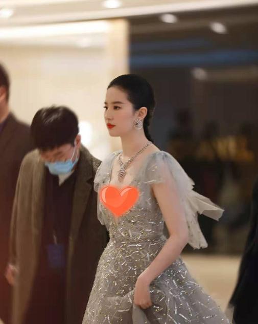 刘亦菲景甜6寸深v秀