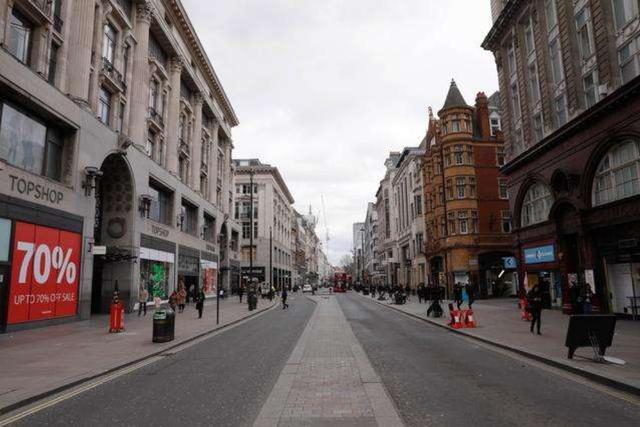"""英国财政大臣向媒体表示:英国已开始步入""""非常显著""""的经济衰退"""