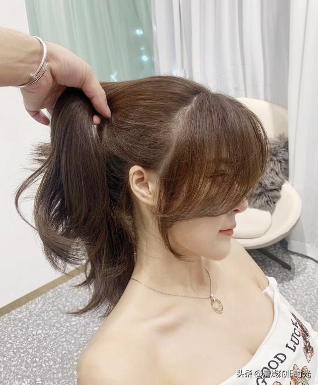 中分长发齐发尾波浪卷发型 气质型大波浪的长发_香香美发手机版