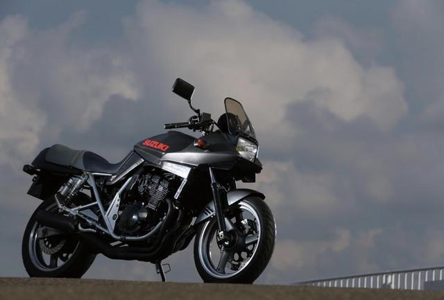 四缸250cc街跑摩托,铃木KATANA-250,山路动力吊打同级对手