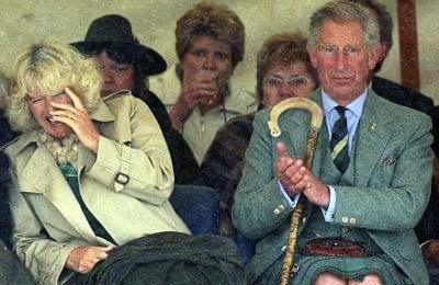 哭泣的王妃!戴安娜落泪用手遮面难掩悲伤,好友葬礼上魂都丢了