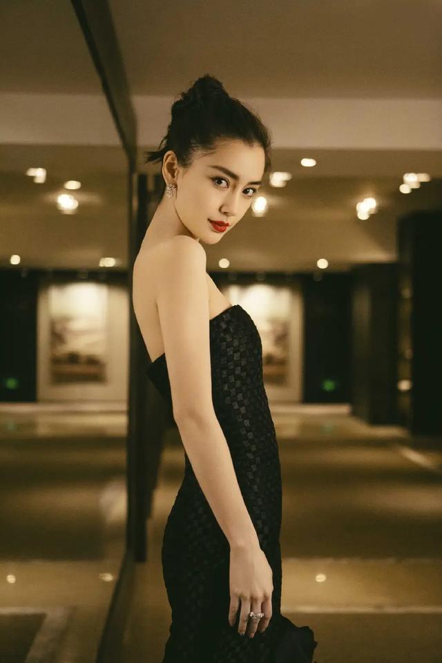 杨颖精美美图:性感妩媚