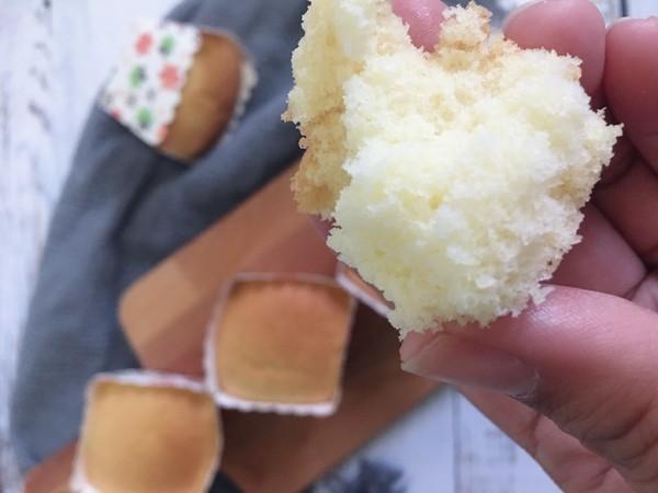消耗鸡蛋,做了全蛋纸杯蛋糕,记住这个技巧,绵软香甜,不塌陷!