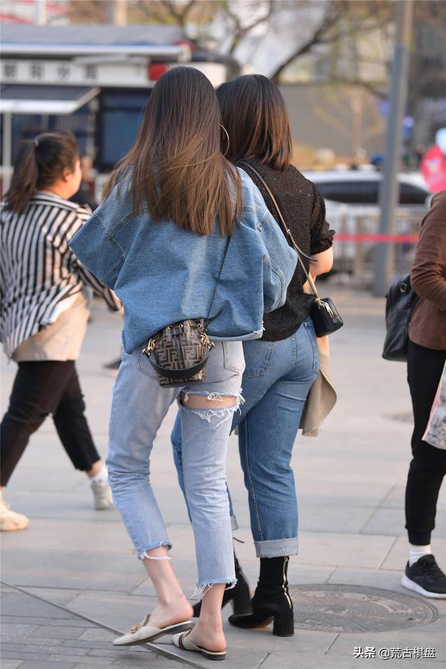美女穿牛仔裤