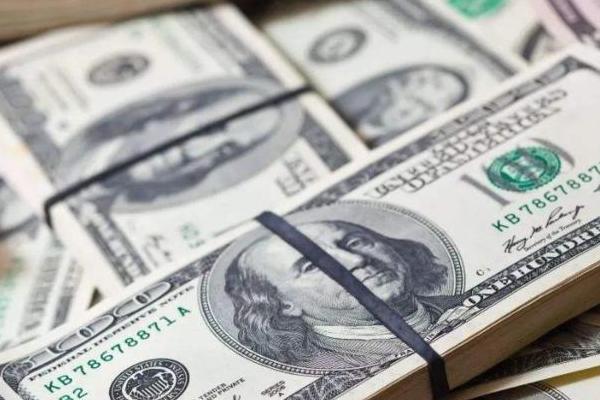 美元或要崩盘?中国减持7000亿美债,美国半数油商将倒闭