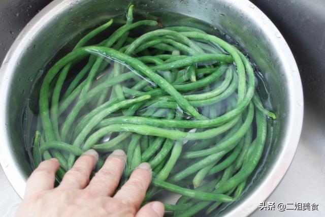 保存豇豆别放冰箱,老农教您个土方法,放一年都不坏,不怕多买了