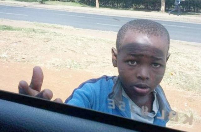 非洲小孩伸手向中国游客要钱,不给就扔石头,为... _手机网易网