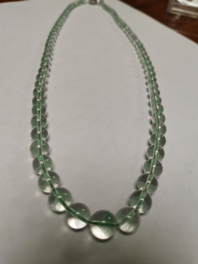 水晶自身不会有绿色,实际却有显绿色的外观