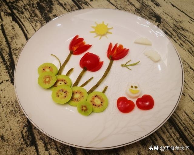 用圣女果做成水果拼盘