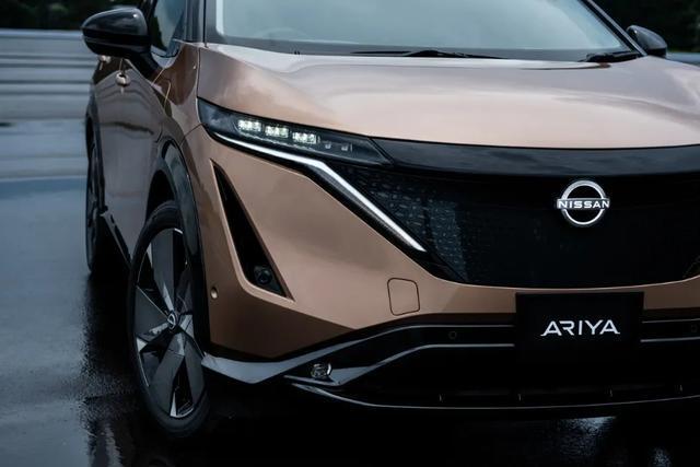 日产也玩黑科技,外观炫酷,首款使用新logo车型Ariya已亮相