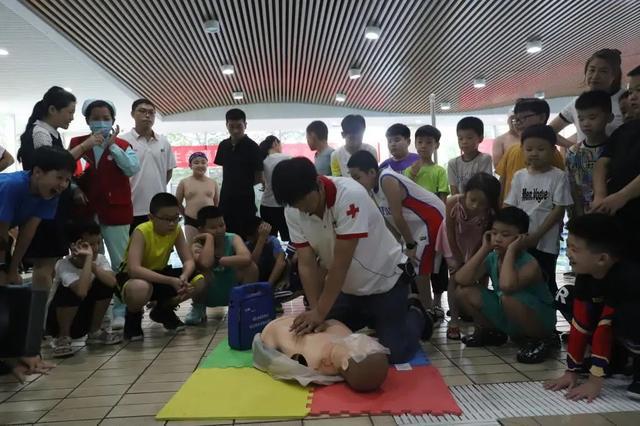 """红十字""""救护宣教基地""""揭牌仪式在全民健身中心举行"""