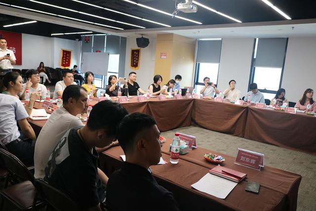 """湛江市中小企业""""组团""""到访广佛电商直播产业基地"""