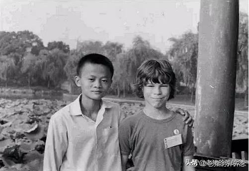 澳大利亚少年David有一位骨骼特异的笔友,数年后他成了中国首富