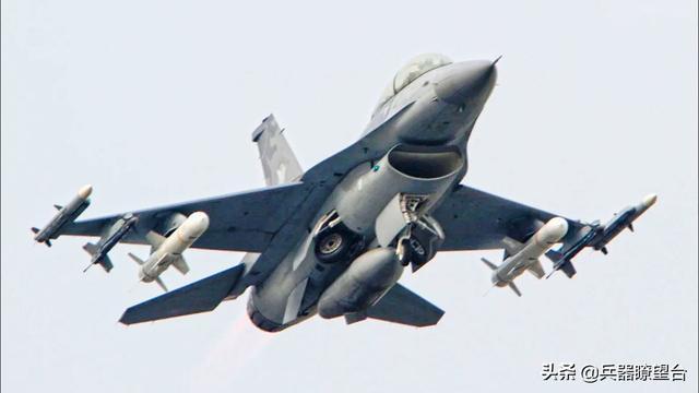 台湾省F-16A外挂两枚反舰导弹图像曝光:针对辽宁号航母意图明显