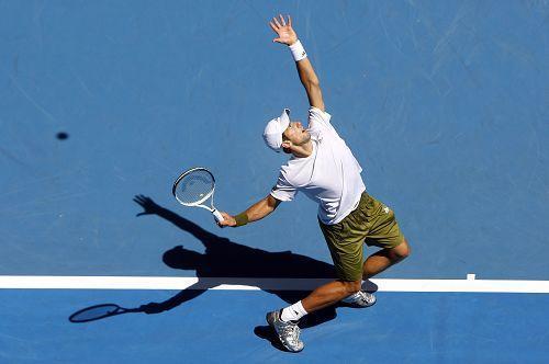 起跳?不起跳?什么才是网球发球的正确做法?