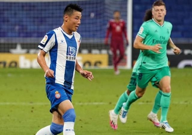 武磊被提前换下为何仍获高分?西媒:他让欧冠级后卫踢得不舒服