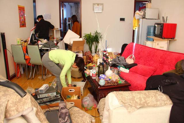 """客厅""""脏乱差""""太影响心情?学会这样打扫卫生,干活轻松又省事"""